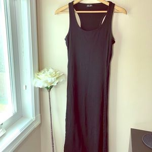 Dresses & Skirts - Medi Dress Black Sleeveless Size Medium